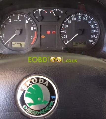 Foxwell-NT500-reset-SKODA-service-light-1